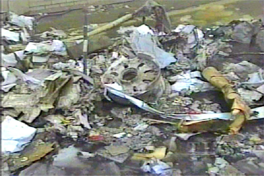 http://fredyz.free.fr/911/debris/jante1.jpg